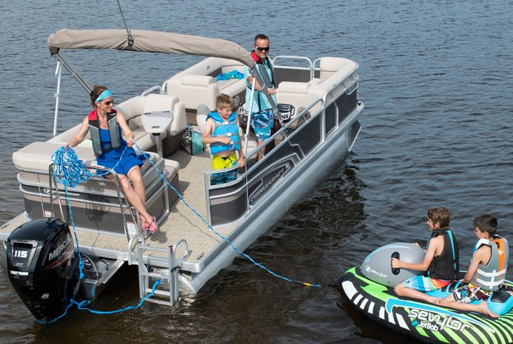 The Princecraft Vectra 21 pontoon meets your needs