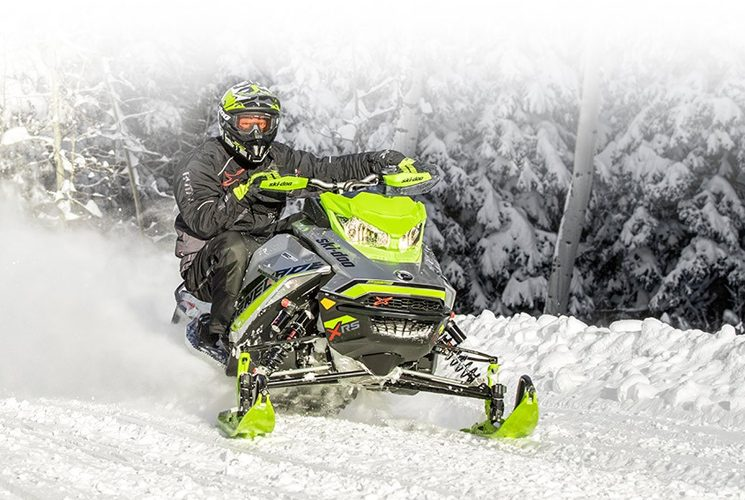 Renegade Backcountry, la motoneige de Ski-Doo pour tous les besoins